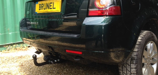 Mobile fitted detachable towbar on a Freelander 2